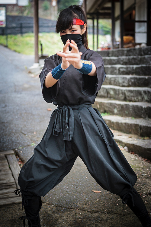 A young female ninja called Orin (Bell) trained in the ninja arts