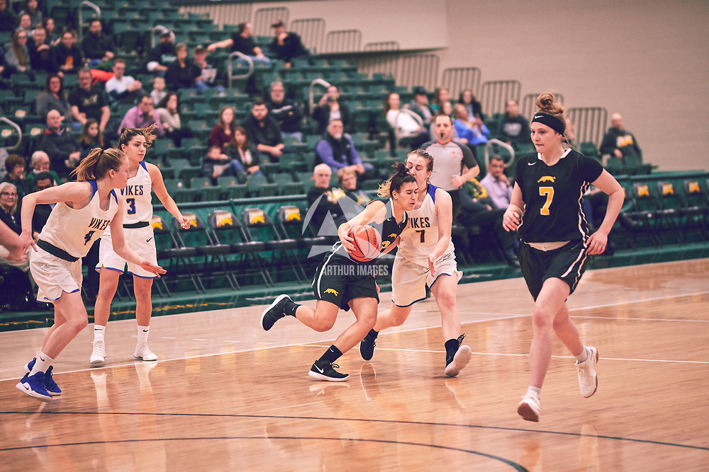 2nd year guard, Carolina Goncalves (11) of the Regina Cougars during the Women's Basketball Home Game on Fri Feb 15 at Centre for Kinesiology,Health and Sport. Credit: Arthur Ward/Arthur Images