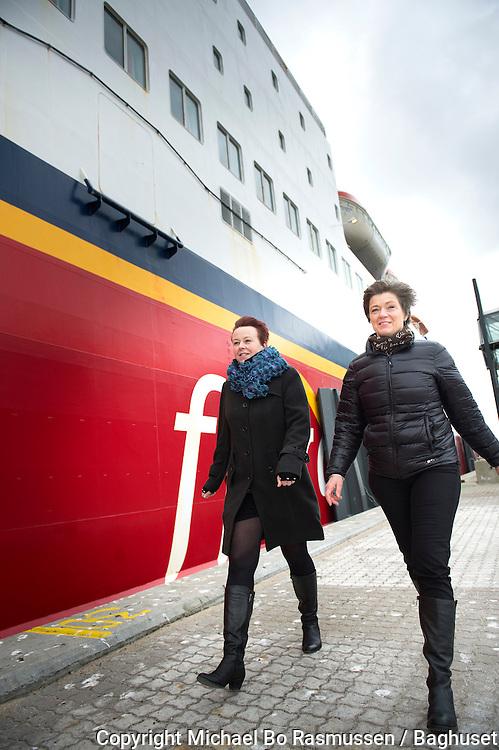 HR Chef i Fjordline Berit Møller Iversen (tv) og erhvervskonsulent Lone Olsen Jobcenter Hjørring. Samarbejder. Foto: © Michael Bo Rasmussen / Baghuset. Dato: 19.03.13