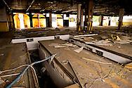 Roma, 23  Maggio  2013<br /> Un gruppo di cittadini occupa  ex deposito Cotral in via Appia.<br /> Cittadini riuniti nelle associazioni Edera, Action e Stand Up hanno occupato in mattinata un deposito abbandonato per proporvi l'impiantamento di un centro di selezione e valorizzazione della frazione secca da raccolta differenziata.