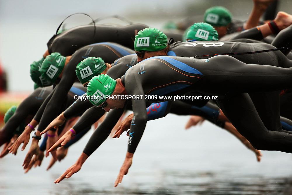 Bevan Docherty dives in at the start of the Contact Cup men's race.<br /> Contact Tri-Series National Triathlon Championships and ITU Oceania Cup at Wellington Waterfront, Wellington , New Zealand. Saturday 7 March 2009. Photo: Dave Lintott/PHOTOSPORT