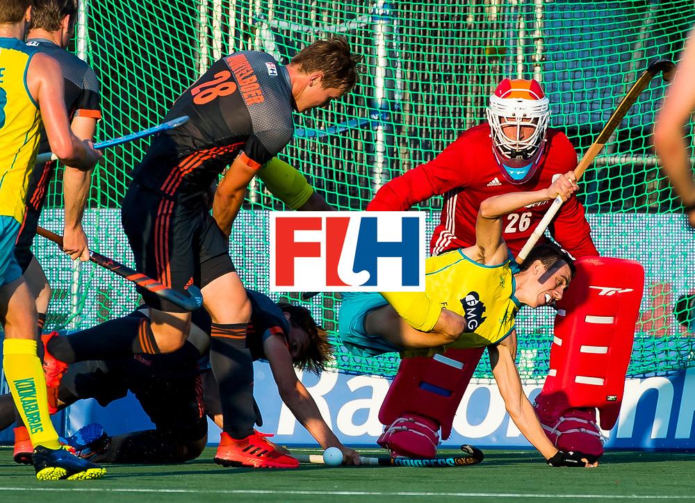 BREDA - Lachlan Sharp (Aus) gaat neer over Jorrit Croon (Ned) en krijgt een strafbal,   tijdens Nederland- Australie bij  de Hockey Champions Trophy. links Floris Wortelboer  en rechts keeper Pirmin Blaak (Ned).   COPYRIGHT KOEN SUYK