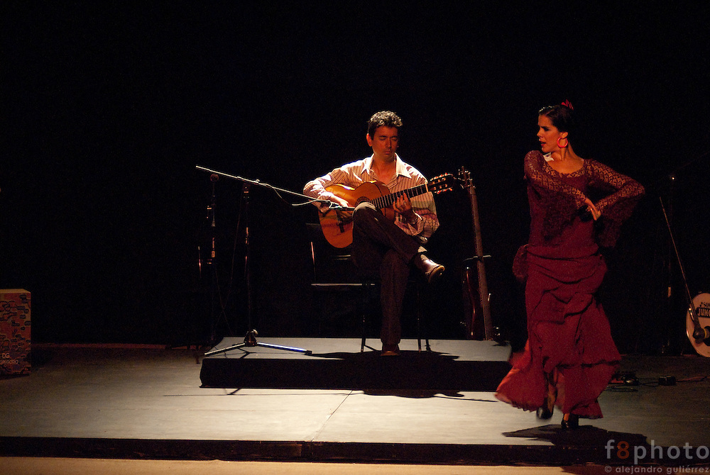 "The guitarrist Josue Tacoronte Otero and the cuban dancer Irene Rodríguez during the guitar concert ""Tocando al Sentimiento"" in the Second International Dance Festival Ibérica Contemporánea, Querétaro, México, 2009"