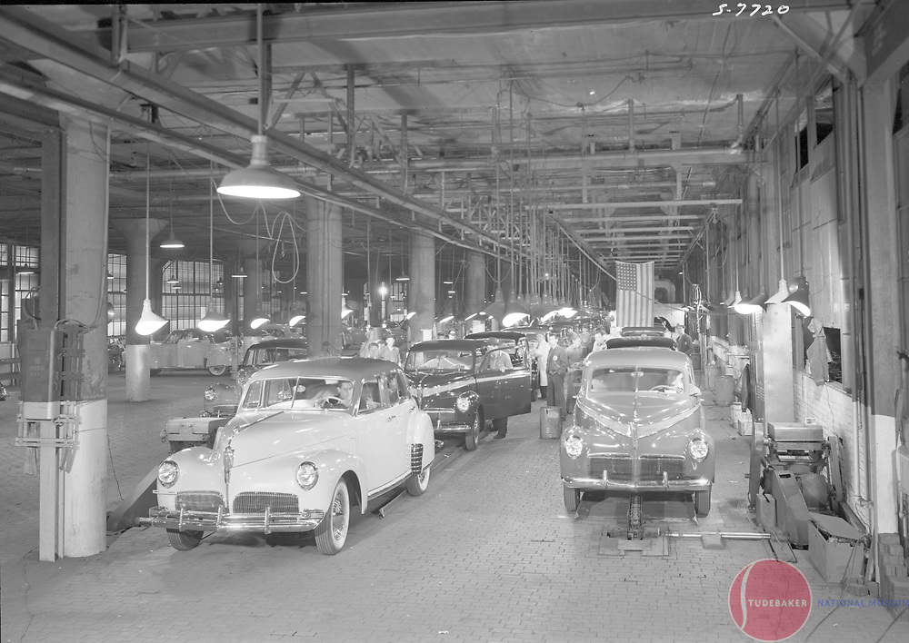 1941 Studebaker final assembly line.