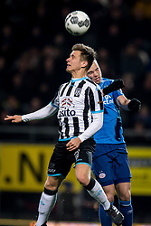 (L-R) Reuven Niemeijer of Heracles Almelo, Jorrit Hendrix of PSV during the Dutch Eredivisie match between Heracles Almelo and PSV Eindhoven at Polman stadium on January 21, 2018 in Almelo, The Netherlands