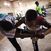 Au Centre Socio Culturel de Thiaroye sur Mer, où enfants et jeunes font du sport, surtout karate et taekwondoo