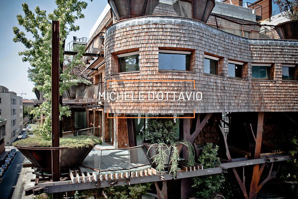 Residenza 25 Verde, via Chiabrera 25 Torino STRUTTURE IN ACCIAIO COME ALBERI DI UNA FORESTA. PIANTE CHE IMMERGONO LE LORO RADICI IN TERRAZZI DAI PROFILI IRREGOLARI ATTRAVERSATI DA PASSERELLE SOSPESE