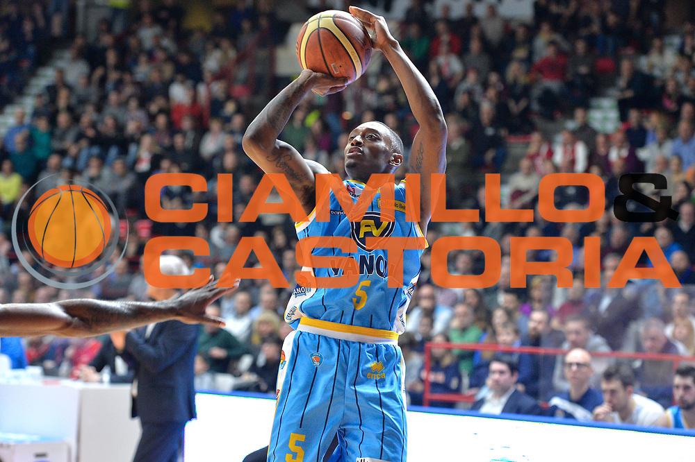 DESCRIZIONE : Milano Lega A 2014-15 Openjobmetis Varese- Vagoli Basket Cremona<br /> GIOCATORE : Hayes Kenny<br /> CATEGORIA : Tiro<br /> SQUADRA : Vagoli Basket Cremona<br /> EVENTO : Campionato Lega A 2014-2015 GARA :Openjobmetis Varese - Vagoli Basket Cremona<br /> DATA : 22/03/2015 <br /> SPORT : Pallacanestro <br /> AUTORE : Agenzia Ciamillo-Castoria/IvanMancini<br /> Galleria : Lega Basket A 2014-2015 Fotonotizia : Varese Lega A 2014-15 Openjobmetis Varese - Vagoli Basket Cremona