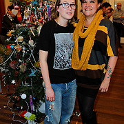 NLD/Amsterdam/20111208- Sky Radio Christmas tree for Charity, Xandra Brood - Jansen en dochter Lola Brood