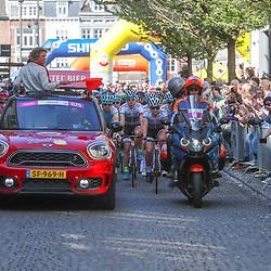 15-04-2018: Wielrennen: Amstel Gold race women: Valkenburg<br />koersdirecteur Leontien van Moorsel leid de vrouwen Maastricht uit