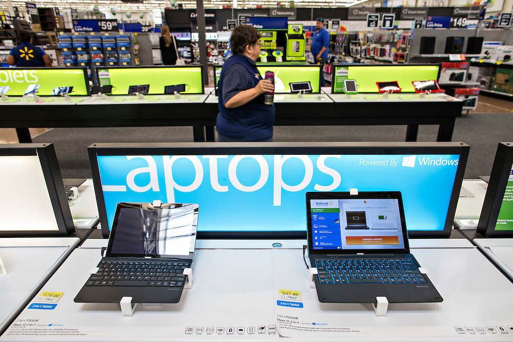 ROGERS, AR - OCTOBER 12:  The Entertainment Department laptops at Walmart Store #4208 on October 12, 2015 in Rogers, Arkansas.  <br /> CREDIT Wesley Hitt for Wall Street Journal<br /> WALSQUEEZE