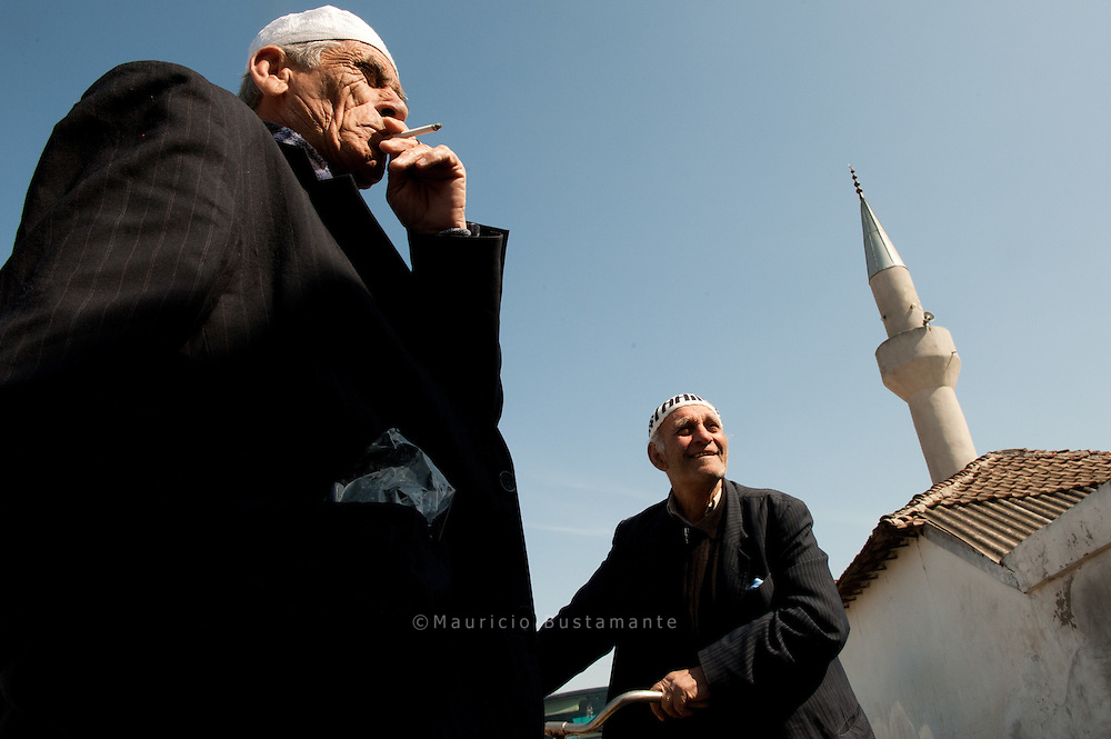 Alte Männer in Slivo Pole