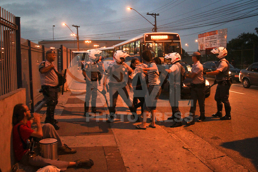 SANTO ANDRÉ,SP,18 JANEIRO 2013 -  PROTESTO CONTRA AUMENTO TARIFA SANTO ANDRE  - Manifestação contra o aumento de passagem realizada na tarde de hoje em Santo André no ABC. FOTO ALE VIANNA - BRAZIL FOTO PRESS
