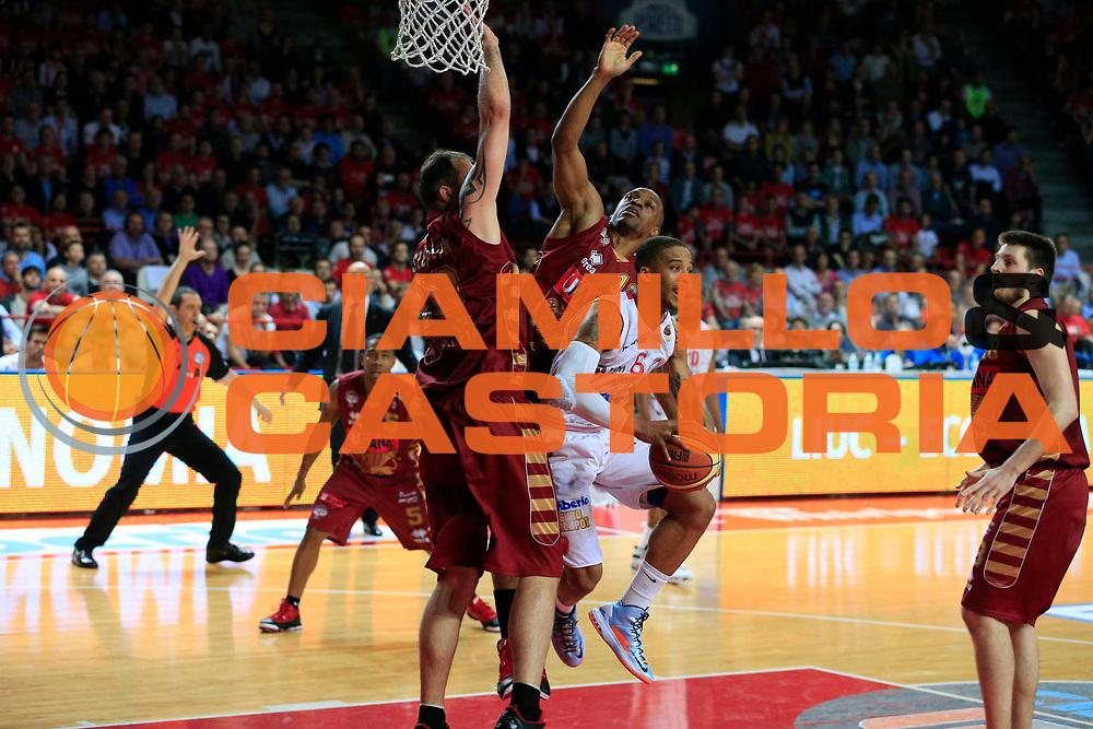 DESCRIZIONE : Varese Lega A 2012-13 Cimberio Varese Umana Venezia playoff quarti di finale gara 1<br /> GIOCATORE : Adrian Banks<br /> CATEGORIA : Passaggio<br /> SQUADRA : Cimberio Varese<br /> EVENTO : Campionato Lega A 2012-2013<br /> GARA : Cimberio Varese Umana Venezia<br /> DATA : 10/05/2013<br /> SPORT : Pallacanestro <br /> AUTORE : Agenzia Ciamillo-Castoria/G.Cottini<br /> Galleria : Lega Basket A 2012-2013  <br /> Fotonotizia : Varese Lega A 2012-13 Cimberio Varese Umana Venezia playoff quarti di finale gara 1<br /> Predefinita :