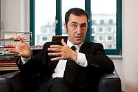 05 JAN 2012, BERLIN/GERMANY:<br /> Cem Oezdemir, B90/Gruene Bundesvorsitzender, waerhend einem Interview, in seinem Buero, Bundesgeschaeftsstelle Buendnis 90 / Die Gruenen<br /> IMAGE: 20120105-01-013<br /> KEYWORDS: Cem Özdemir, Büro