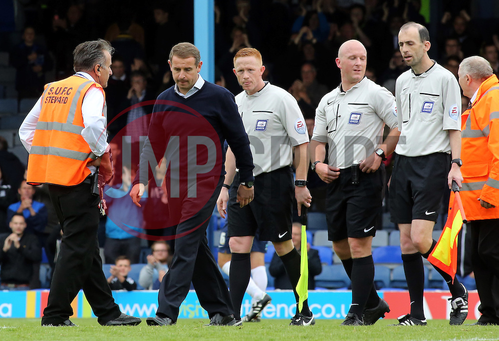 Peterborough United Manager Dave Robertson cuts a dejected figure at full-time - Mandatory byline: Joe Dent/JMP - 07966386802 - 05/09/2015 - FOOTBALL - Roots Hall -Southend,England - Southend United v Peterborough United - Sky Bet League One