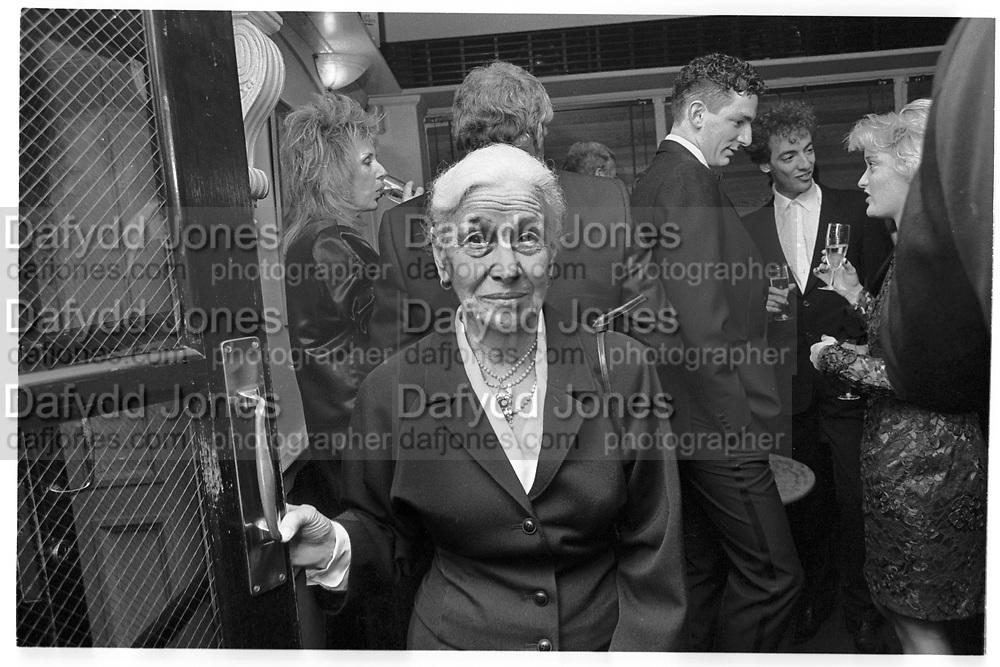 EVE ARNOLD, ED VICTOR PARTY, GROUCHO CLUB, SOHO, LONDON.  31 OCTOBER 1987., <br /> <br /> SUPPLIED FOR ONE-TIME USE ONLY&gt; DO NOT ARCHIVE. &copy; Copyright Photograph by Dafydd Jones 248 Clapham Rd.  London SW90PZ Tel 020 7820 0771 www.dafjones.com