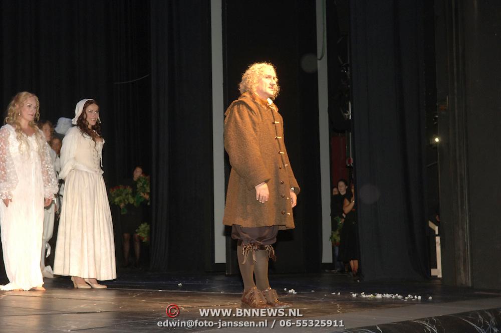 NLD/Amsterdam/20060715 - Premiere musical Rembrand, cast, Henk Poort, Annick Boer, Wieneke Remmer en Maaike Boerdam