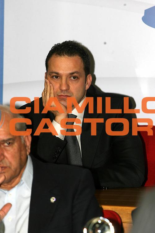 DESCRIZIONE : Quattro Castella Premio Reverberi 2008 <br /> GIOCATORE : Sahin <br /> SQUADRA : <br /> EVENTO : Premio Internazionale Pietro Reverberi 22&deg; Trofeo Fiba Oscar del Basket 2008 <br /> GARA : <br /> DATA : 11/02/2008 <br /> CATEGORIA : <br /> SPORT : Pallacanestro <br /> AUTORE : Agenzia Ciamillo-Castoria/G.Ciamillo