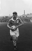 Des Ferguson, St Vincent's Dublin, GAA Football. Action shot on the pitch on the 7th February 1954.