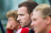 LAREN - 11-09-2011  - Hurley coach Rick Mathijssen,  zondag tijdens de Rabo hoofdklassewedstrijd tussen Laren en Hurley (4-0). Foto KNHB/Koen Suyk
