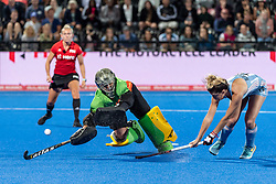 Argentina's Agustina Albertarrio beats Rachael Lynch in the Australia goal during the shoot out. Australia v Argentina - Quarter Final, Vitality Hockey Women's World Cup, Lee Valley Hockey and Tennis Centre, London, UK on 01 August 2018. Photo: Simon Parker