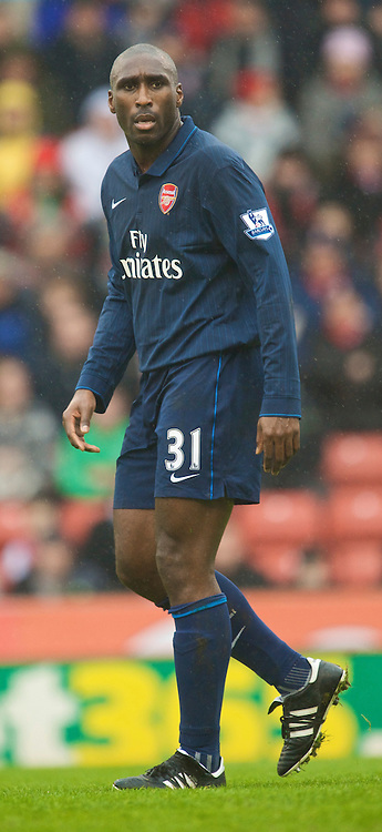 STOKE, ENGLAND - Sunday, January 24, 2010: Arsenal's Sol Campbell makes his second debut for the Gunners after re-joing the club during the FA Cup 4th Round match against Stoke City at the Britannia Stadium. (Photo by David Rawcliffe/Propaganda)