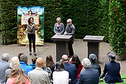 Kinderboekenschrijver Paul van Loon en prinses Laurentien presenteren in de Efteling het nieuwe boek De Sprookjessprokkelaar, een sprookjesboek dat ze samen hebben geschreven. <br /> <br /> Present Children's Writer Paul van Loon and Princess Laurentien in the new book The Sprookjessprokkelaar Efteling, a fairytale that they have written together.<br /> <br /> Op de foto / On the photo: <br /> <br />  Paul van Loon en prinses Laurentien van Oranje tijdens de presentatie