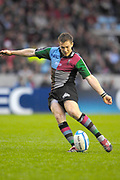 Twickenham. Great Britain,  Quins, Mike BROWN kicking the ball, during the European Challenge Cup, match between, NEC Harlequins and Montpellier, on Sat., 28/10/2006, played at the Twickenham Stoop, England. Photo, Peter Spurrier/Intersport-images]......