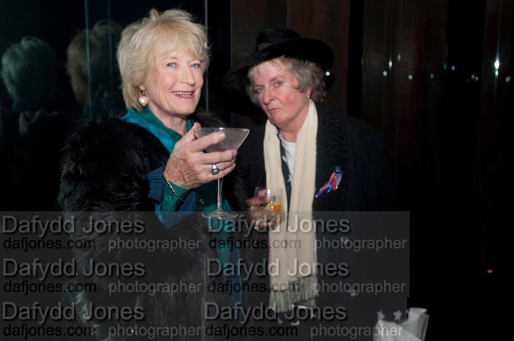 TORY LAURENCE; MAGGI HAMBLING , Launch of Nicky Haslam's book Redeeming Features. Aqua Nueva. 5th floor. 240 Regent St. London W1.  5 November 2009.  *** Local Caption *** -DO NOT ARCHIVE-© Copyright Photograph by Dafydd Jones. 248 Clapham Rd. London SW9 0PZ. Tel 0207 820 0771. www.dafjones.com.<br /> TORY LAURENCE; MAGGI HAMBLING , Launch of Nicky Haslam's book Redeeming Features. Aqua Nueva. 5th floor. 240 Regent St. London W1.  5 November 2009.