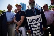 Frankfurt am Main | 17 July 2014<br /> <br /> Solidarit&auml;tsdemo f&uuml;r Israel, f&uuml;r Frieden und f&uuml;r das Ende der Angriffe der Hamas auf dem Opernplatz vor der Alten Oper in Frankfurt am Main, hier: Plakat &quot;Israel k&auml;mpft gegen den Terror in Gaza&quot;.<br /> <br /> &copy; peter-juelich.com