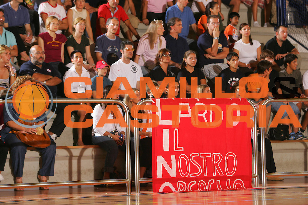 DESCRIZIONE : San Vito al Tagliamento Precampionato Lega A1 2006-07 Nuova Sebastiani Rieti Benetton Treviso <br /> GIOCATORE : Lardo Striscione <br /> SQUADRA : Nuova Sebastiani Rieti <br /> EVENTO : Precampionato Lega A1 2006-2007 Memorial Boz <br /> GARA : Nuova Sebastiani Rieti Benetton Treviso <br /> DATA : 08/09/2006 <br /> CATEGORIA : <br /> SPORT : Pallacanestro <br /> AUTORE : Agenzia Ciamillo-Castoria/S.Silvestri