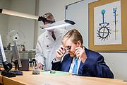 Koning Willem-Alexander opent het jubileumjaar van Zadkine Vakschool Schoonhoven. Dit jaar bestaat Vakschool Schoonhoven 125 jaar.Zadkine Vakschool Schoonhoven is de enige school in Nederland die studenten opleidt tot goud- of zilversmid, juwelier of uurwerktechnicus.<br /> <br /> King Willem-Alexander opens the jubilee year of Zadkine Vocational School Schoonhoven. This year, Vocational School Schoonhoven is 125 years old.