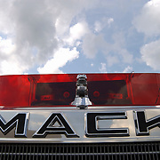 Opening cultureel festival Soest, Amerikaanse Mack truck, rooster, front, radiateur