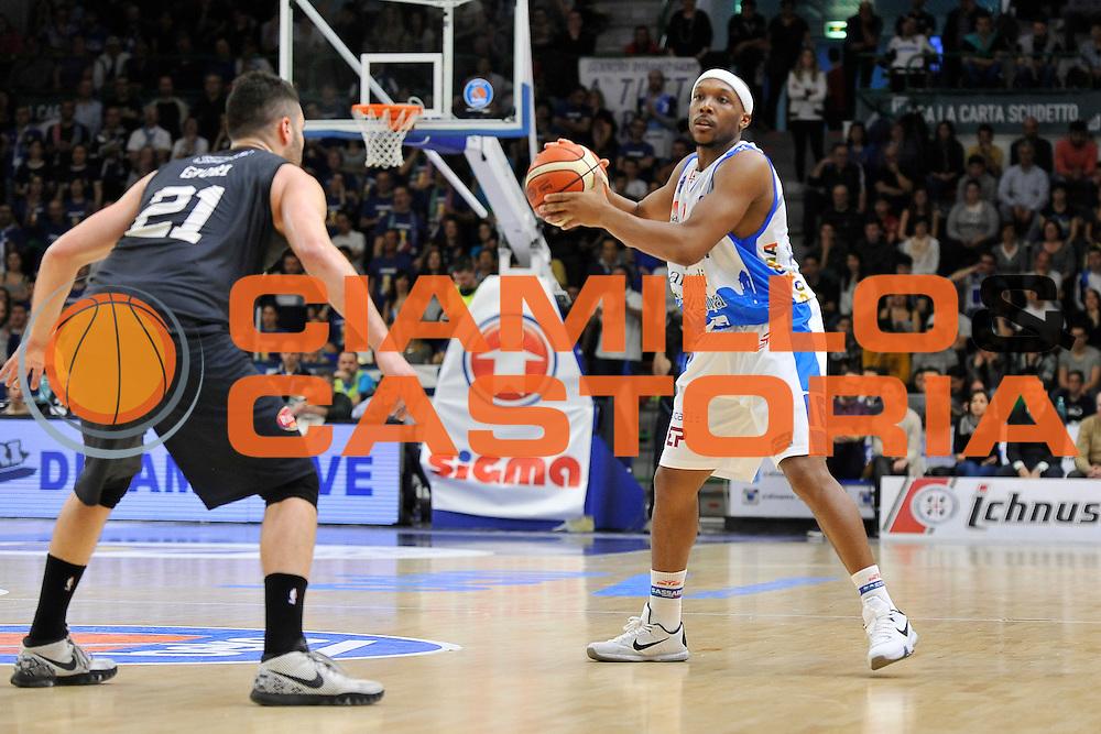 DESCRIZIONE : Beko Legabasket Serie A 2015- 2016 Dinamo Banco di Sardegna Sassari - Pasta Reggia Juve Caserta<br /> GIOCATORE : Josh Akognon<br /> CATEGORIA : Palleggio<br /> SQUADRA : Dinamo Banco di Sardegna Sassari<br /> EVENTO : Beko Legabasket Serie A 2015-2016<br /> GARA : Dinamo Banco di Sardegna Sassari - Pasta Reggia Juve Caserta<br /> DATA : 03/04/2016<br /> SPORT : Pallacanestro <br /> AUTORE : Agenzia Ciamillo-Castoria/C.Atzori