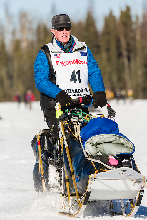 Musher Linwood Fiedler competing in the 44th Iditarod Trail Sled Dog Race on Long Lake after leaving the restart on Willow Lake in Southcentral Alaska.  Afternoon. Winter.