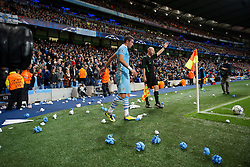 18.10.2011, City of Manchester Stadion, Manchester, ENG, UEFA CL, Gruppe A, Manchester City (ENG) vs FC Villarreal (ESP), im Bild Manchester City's Aleksandar Kolarov kicks away litter thrown from the crowd as he prepares to take a conrner-kick against Villarreal CF // during UEFA Champions League group A match between Manchester City (ENG) vs FC Villarreal (ESP) at City of Manchester Stadium, Manchaster, United Kingdom on 18/10/2011. EXPA Pictures © 2011, PhotoCredit: EXPA/ Propaganda Photo/ David Rawcliff +++++ ATTENTION - OUT OF ENGLAND/GBR+++++