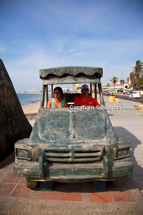 Pulmonia statue, Malecon, Avenue del Mar, Mazatlan, Sinaloa, Mexico