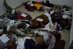 November 20, 2016 - Pukhrayan, Kanpur, India - Dead bodies of  victims of train accident lying down in a district mortuary in Pukhrayan, some 60 kms from Kanpur, on November 20,2016. Indore Patna express train derailed on sunday's early morning. more than 200 people died and several injured, according to officials  (Credit Image: © Ritesh Shukla/NurPhoto via ZUMA Press)