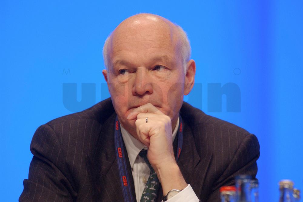 11 NOV 2002, HANNOVER/GERMANY:<br /> Wolfgang Peiner, CDU Schatzmeister, CDU Bundesparteitag, Hannover Messe<br /> IMAGE: 20021111-01-107<br /> KEYWORDS: Parteitag, party congress,