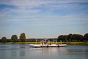"""Nederland, Cuijk, 9-9-2009Het veerpontje """"Spes Mea"""" tussen Cuijk en Mook. De veerpont heeft het steeds moeilijker omdat vervanging van de oude vaartuigen te duur is. Foto: Flip Franssen/Hollandse Hoogte"""
