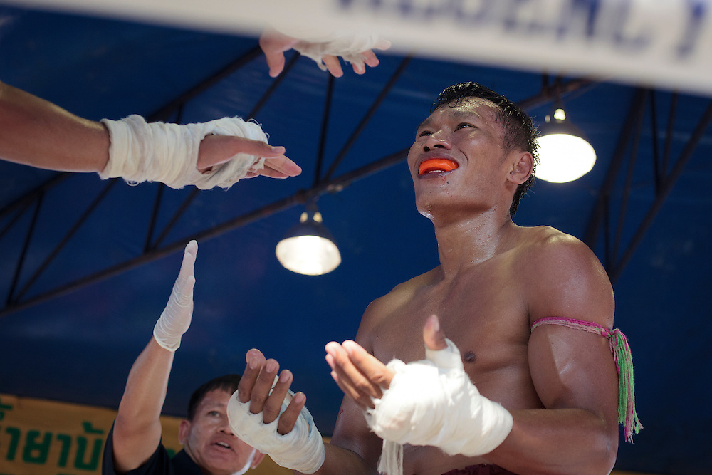 Thailand's Muay thai fighter, shake hands during a break fight in the traditional Songkran fight beside to Myanmar-Thailand friendship bridge, Mae sot, Thailand on Friday, April. 13, 20012. Songkran festival is the Thai traditional New Year from April 13 to 15.