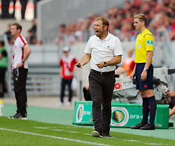 09.08.2015, Stadion Essen, Essen, GER, DFB Pokal, Rot Weiss Essen vs Fortuna Duesseldorf, 1. Runde, im Bild Cheftrainer Frank Kramer (Duesseldorf) gestikuliert und schreit // during German DFB Pokal first round match between Rot Weiss Essen and Fortuna Duesseldorf at the Stadion Essen in Essen, Germany on 2015/08/09. EXPA Pictures © 2015, PhotoCredit: EXPA/ Eibner-Pressefoto/ Hommes<br /> <br /> *****ATTENTION - OUT of GER*****