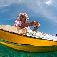 Bajau sea gypsies hunting for clams, Mantabuan, Sabah, Borneo, East Malaysia, South East Asia