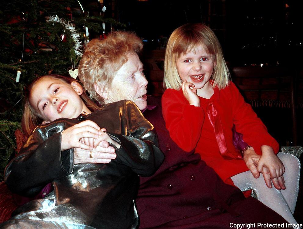 Kjellaug, Tove og Anja, januar 2000
