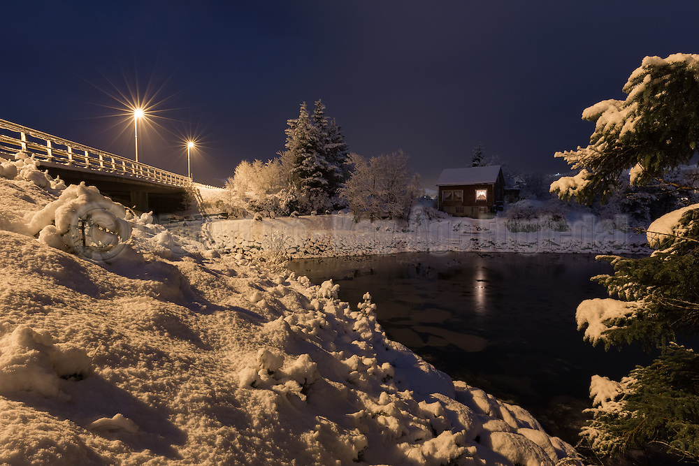 Winterlandscape in Norway, nearby Fosnavåg | Det gamle bruvokterhuset ved Stridestraumen i vinterdrakt.