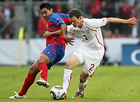 Carlos Hernandez (CRC) gegen Stephan Lichtsteiner (SUI). © Pascal Muller/EQ Images