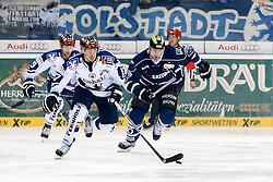 06.01.2015, Saturn Arena, Ingolstadt, GER, DEL, ERC Ingolstadt vs Iserlohn Roosters, 36. Runde, im Bild Macek Brooks (Nr.17, Iserlohn Roosters) gegen Jeffrey Szwez (Nr, ERC Ingolstadt) // during Germans DEL Icehockey League 36th round match between ERC Ingolstadt and Iserlohn Roosters at the Saturn Arena in Ingolstadt, Germany on 2015/01/06. EXPA Pictures © 2015, PhotoCredit: EXPA/ Eibner-Pressefoto/ Strisch<br /> <br /> *****ATTENTION - OUT of GER*****