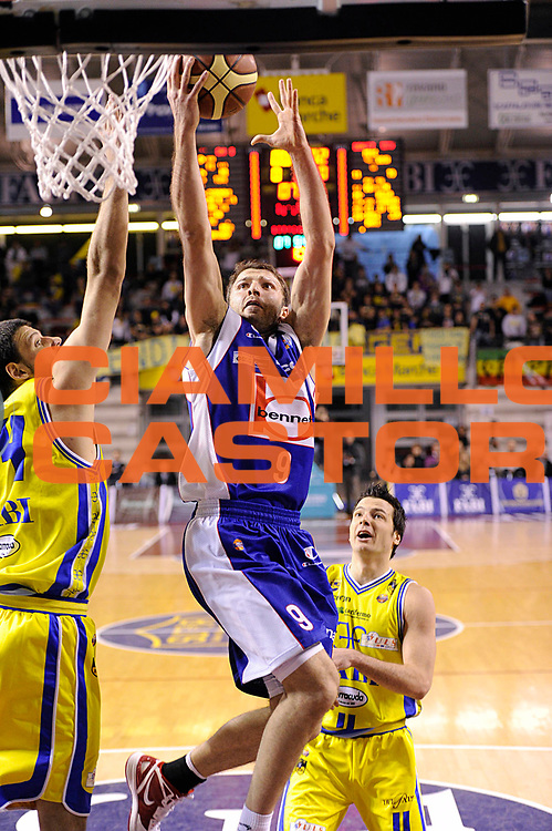 DESCRIZIONE : Ancona Lega A 2011-12 Fabi Shoes Montegranaro Bennet Cantu<br /> GIOCATORE : Markoishvili<br /> CATEGORIA : tiro penetrazione<br /> SQUADRA : Bennet Cantu<br /> EVENTO : Campionato Lega A 2011-2012<br /> GARA : Fabi Shoes Montegranaro Bennet Cantu<br /> DATA : 11/01/2012<br /> SPORT : Pallacanestro<br /> AUTORE : Agenzia Ciamillo-Castoria/C.De Massis<br /> Galleria : Lega Basket A 2011-2012<br /> Fotonotizia : Ancona Lega A 2011-12 Fabi Shoes Montegranaro Bennet Cantu<br /> Predefinita :