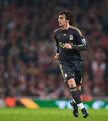 LONDON, ENGLAND - Wednesday, October 28, 2009: Liverpool's Alberto Aquilani in action against Arsenal during the League Cup 4th Round match at Emirates Stadium. (Photo by David Rawcliffe/Propaganda)